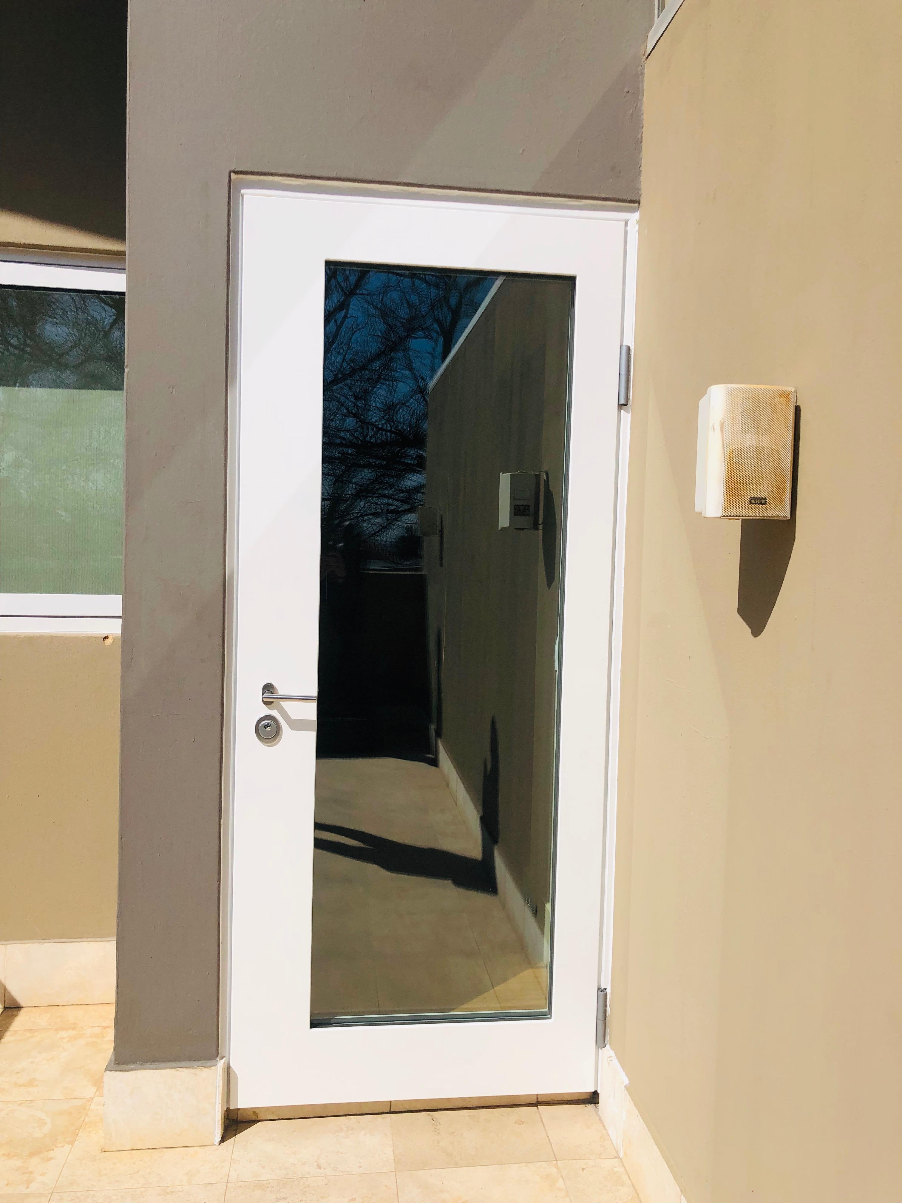 Balcony armored door
