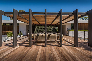Deck-and-pergola-perfect-for-a-modern-ho