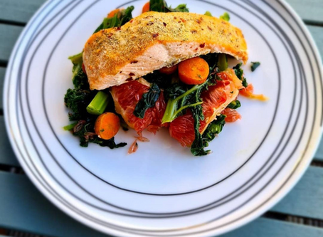 Salmon Baked with Kale, Carrot and Grapefruit Salad.