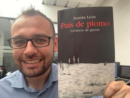 """La guerra en sus crónicas - Reseña del libro """"País de Plomo - Crónicas de guerra"""" de Juanita León"""