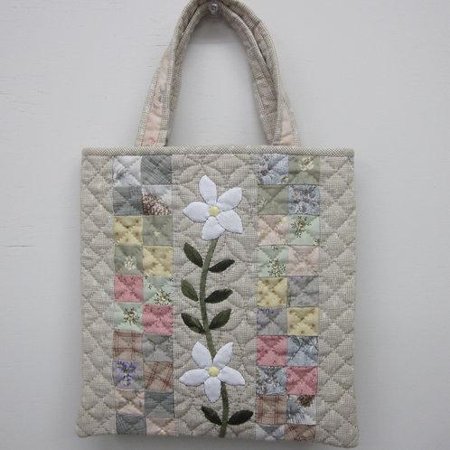 白い花のミニバッグ