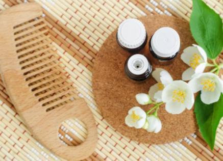 5 huiles essentielles pour le soin des cheveux