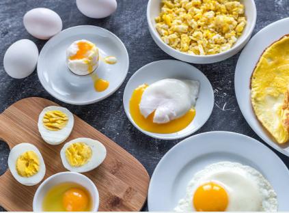 Manger des œufs pour un petit déjeuner sain