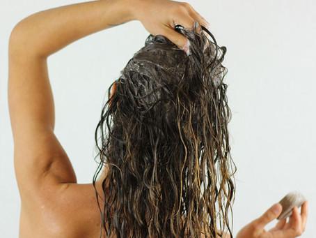 Recette DIY: Après-shampoing solide démêlant et nourrissant.