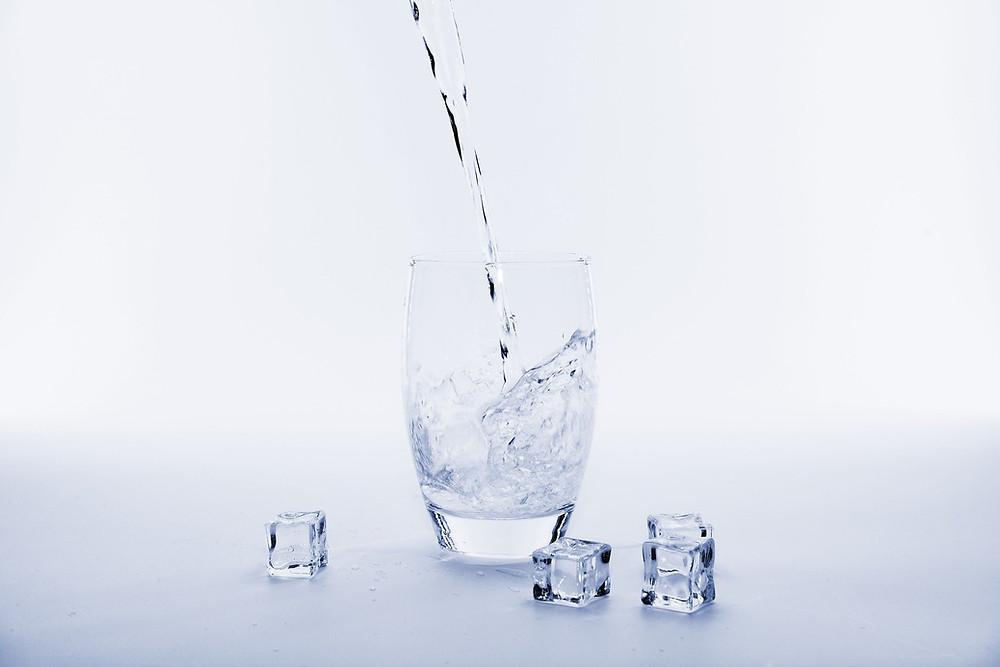 Boire trop d'eau pendant le repas est néfaste pour la digestion