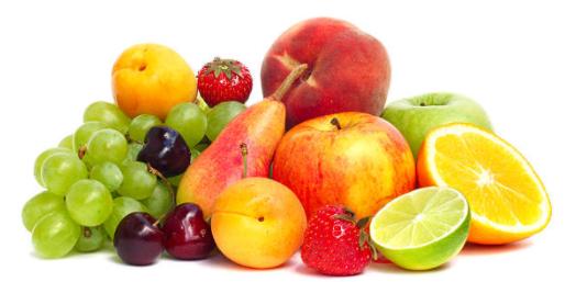Manger des fruits pour le petit déjeuner