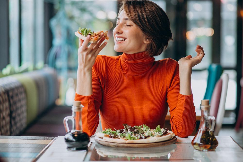 Manger assis à table pour bien digérer