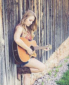800px__0004_acoustic-guitar-beautiful-cu