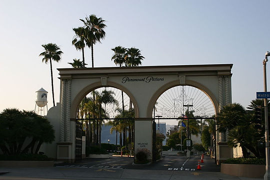 800px-Paramount_Pictures_Melrose_Gate.jp