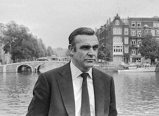 800px-Sean_Connery_as_James_Bond_(1971).