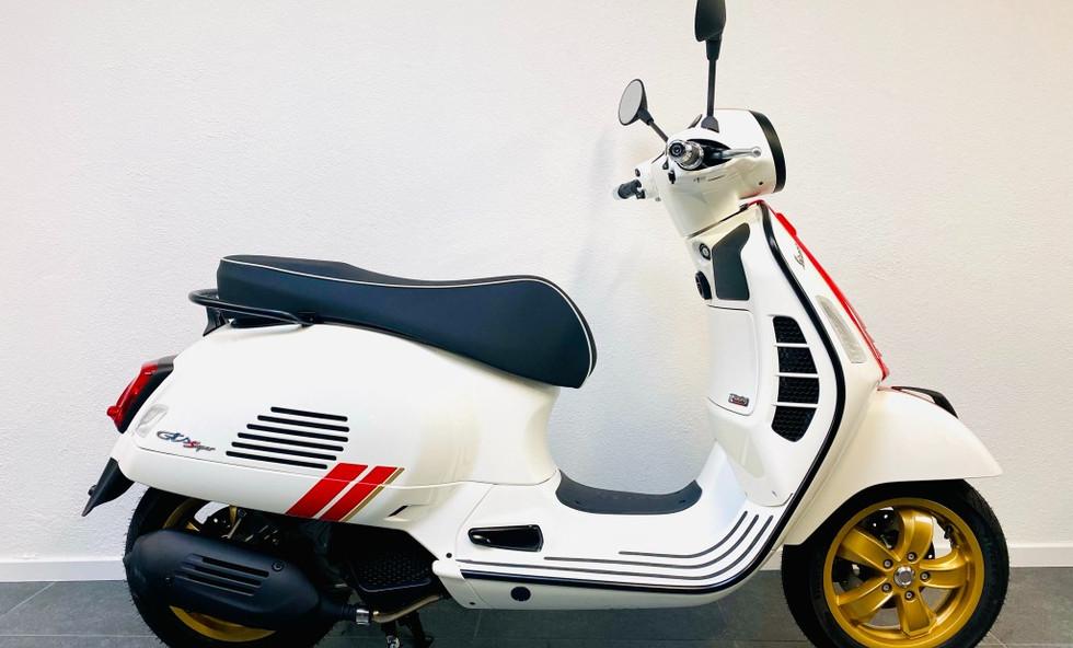 Vespa GTS Racing Sixtees E5 White
