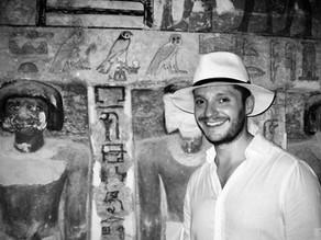 Cómo conocí a Nefertiti (II). El carrito del hielo, Lawrence Darrell y las tumbas gays de Saqqara