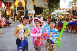 Balloon sculpting and kids party