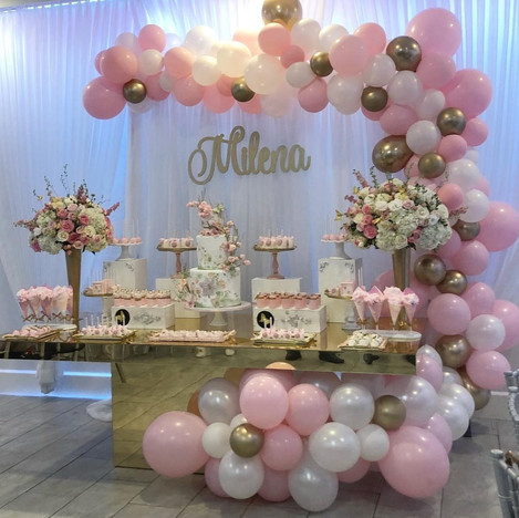Organic Balloon Arch Deco Styling