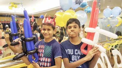 Balloon sculpting, balloon guns!