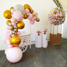 Rent white round tables baloon decoration