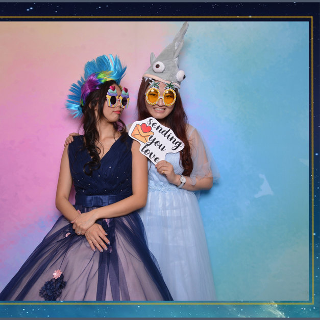 wedding photo booth rainbow