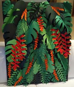 Painel de flores e folhas tropicais