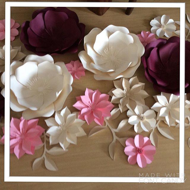 Painel de flores em papel.