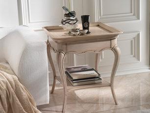 Tavolino in ciliegio con piano vassoio