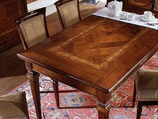 Tavolo rettangolare con piano intarsiato