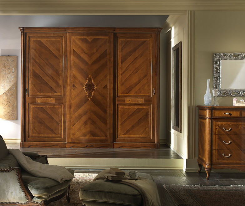 Armadi Ante Scorrevoli Napoli.Moletta Mobili Collection In Walnut With Inlays And Carvings
