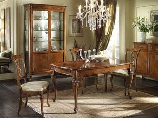 Tavolo rettangolare in noce con intarsi in stile classico