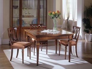 Tavolo quadrato in ciliegio allungabile in stile classico