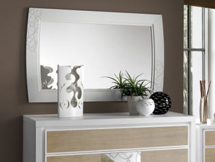 Comò frassino in finitura bicolore con inserto specchio decorato