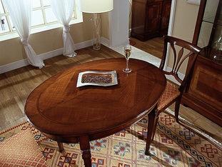 Tavolo ovalino con piano intarsiato