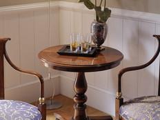 Tavolino classico rotondo intarsiato