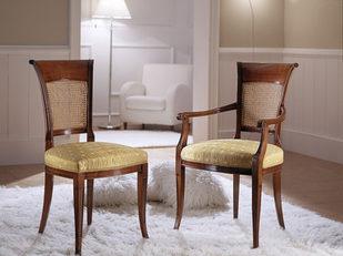 Sedia e poltrona in ciliegio in stile classico tappezzate