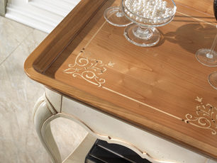 Tavolino con piano a vassoio
