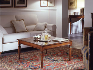 Tavolino quadrato in ciliegio stile classico