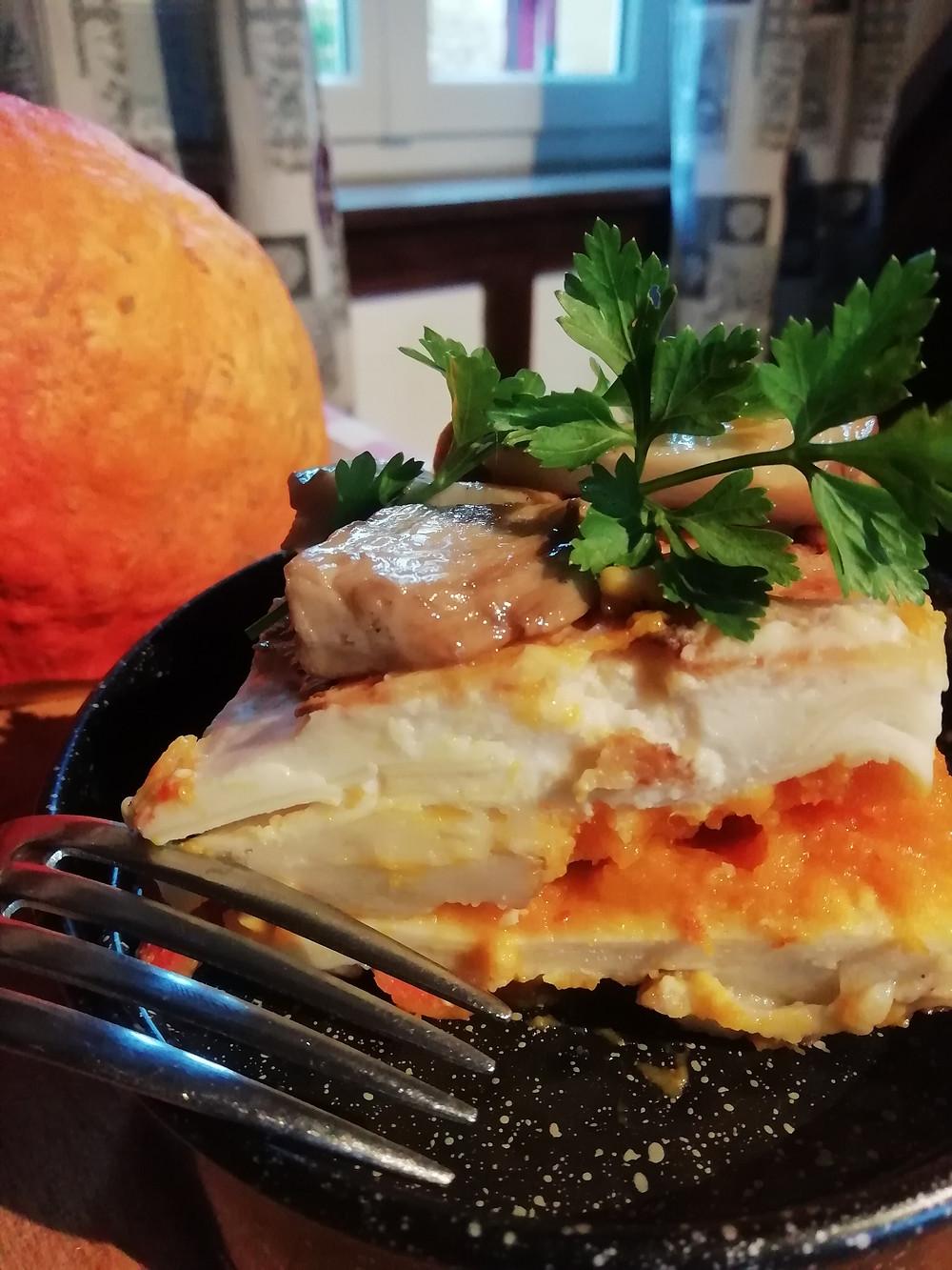 une recette de cuisine campagnarde gourmande avec des produits d'automne : les cèpes des forêts du Périgord et le potimarron du jardin de la Borie du Chevrier d