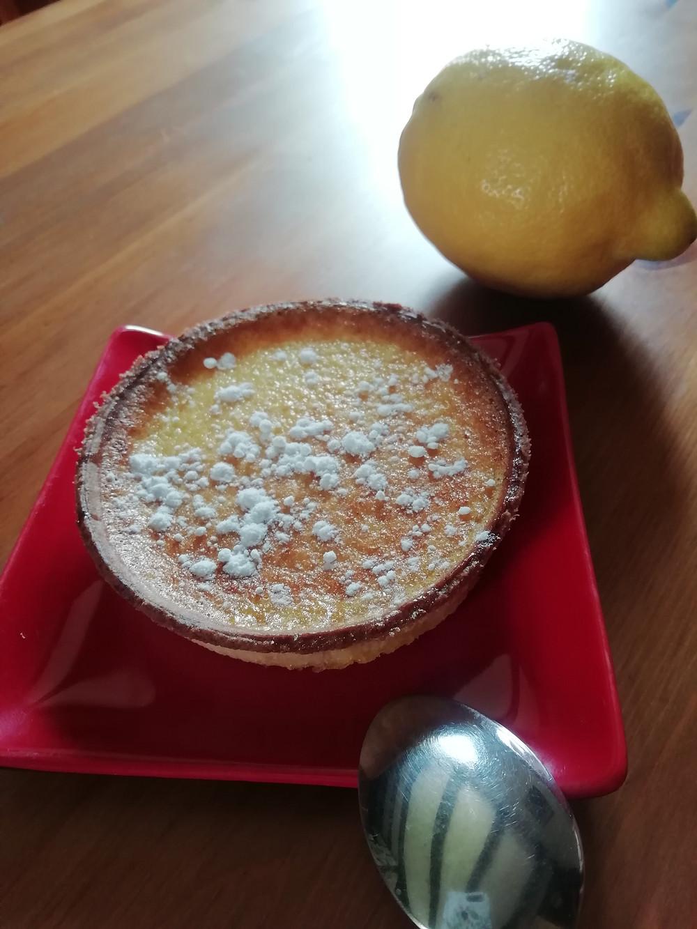 Une délicieuse tarte aux citrons à déguster en desert, au 4 heures ou au petit déjeuner