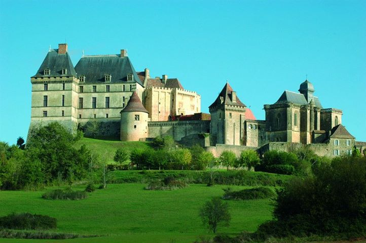 visite guidée autour du château de Biron et du village