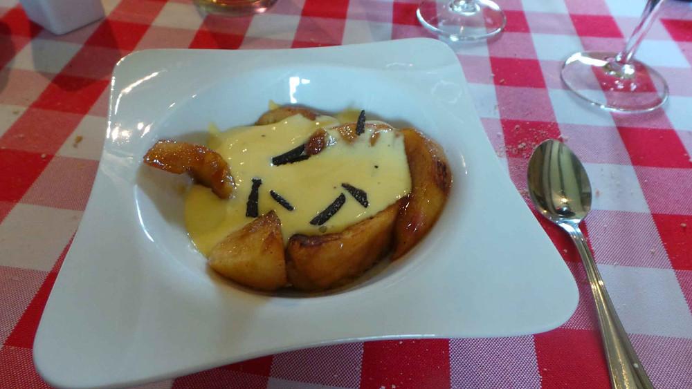brioche perdue, pommes caramélisées, crème àla truffe