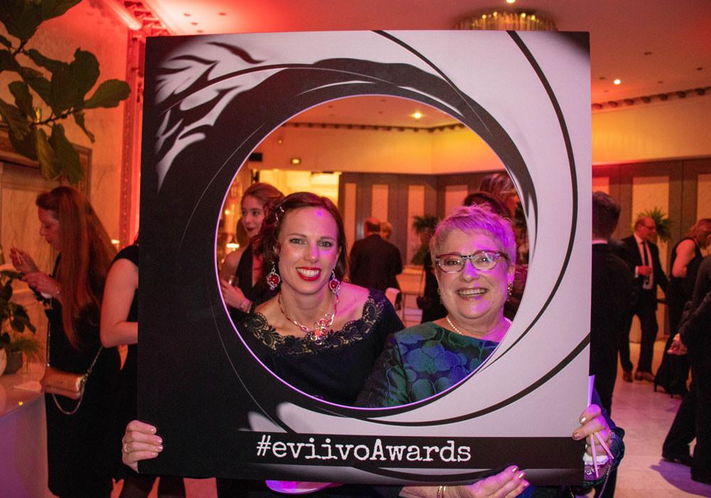 Dans les salons Hoche à Paris lors de la soirée des EVIIVO awards, Christine et Lucile de la Borie du Chevrier B&B très heureuse de participer