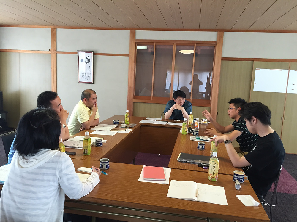 松阪新町教会にて、月例祭参拝後の懇談会の様子。