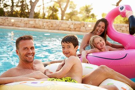 71403405-famille-en-vacances-sur-les-gon