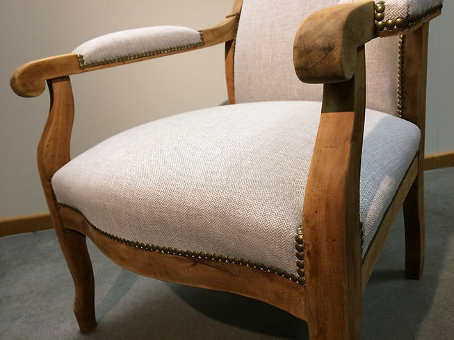 Chaise Voltaire assise.jpg