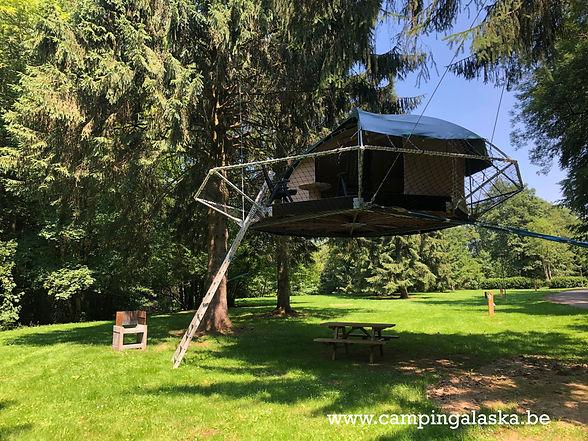 camping alaska-tente suspendue dans les