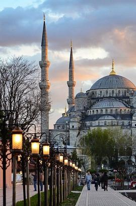 مسجد السلطان احمد في اسطنبول.jpg