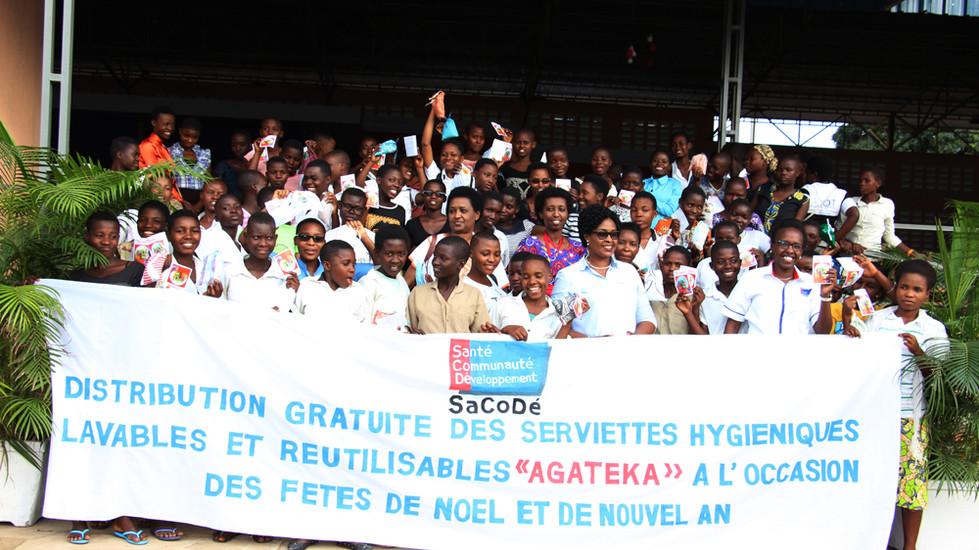 La distribution des serviettes Agateka à l'église vivante de Jabe