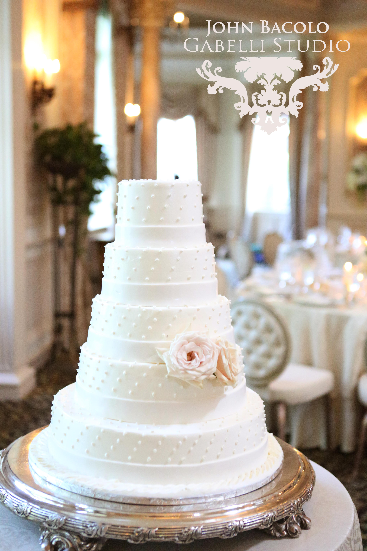 cake with sahara roses