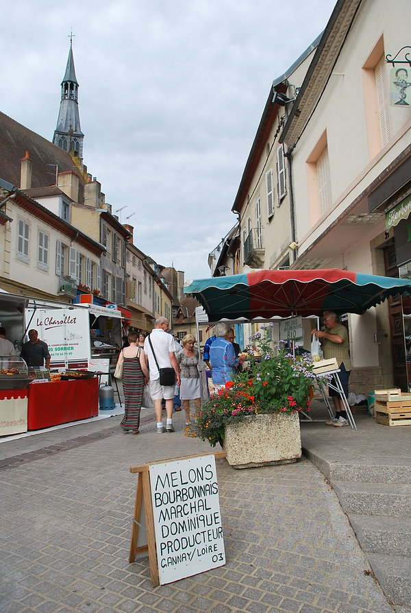 10_Markt_in_Saint_Pourçain_(2).JPG
