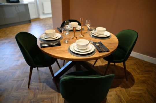 Dining Table Stage