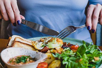 woman-eating-meal.jpg