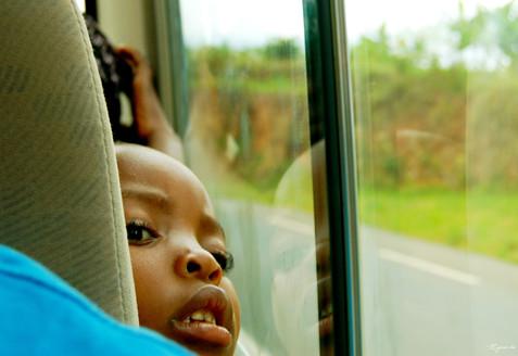 Dans le bus, sur la route de Gisenyi, Gitarama, Rwanda, décembre 2010.